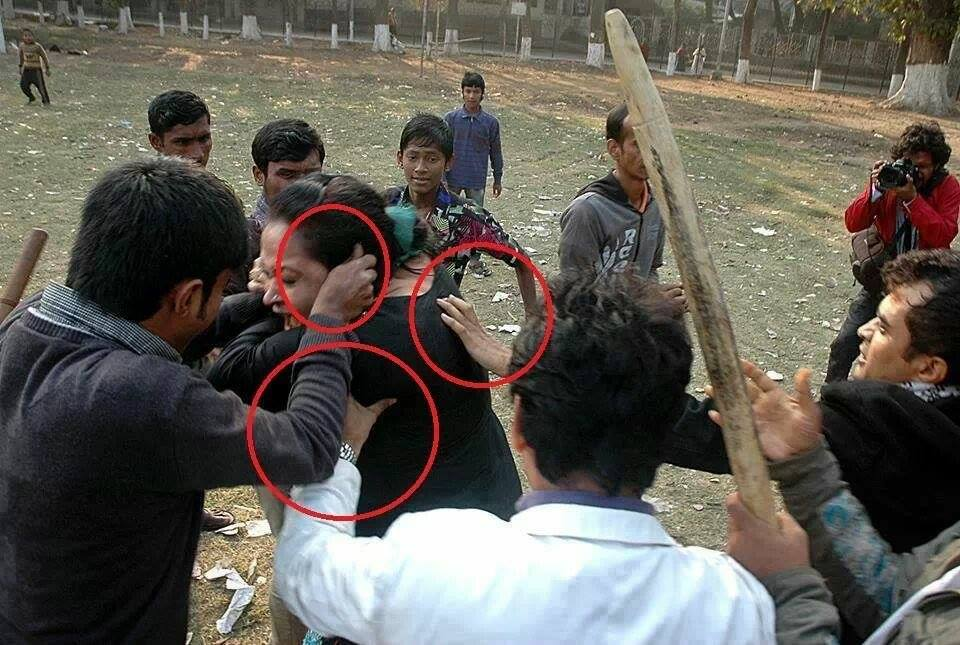 Awami thugs attack on a lawyer in Supreme Court in dhaka During march for democracy