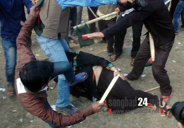 Awami thugs attack a lawyer in Supreme Court in dhaka During march for democracy
